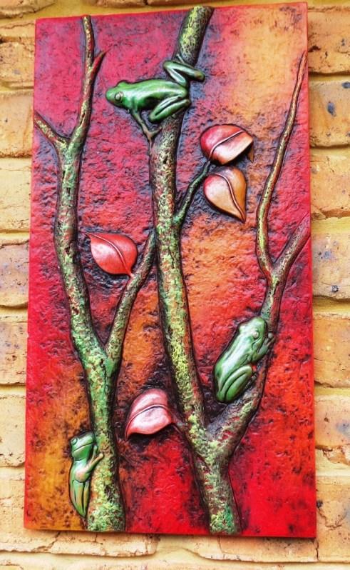 Frog art in Vivi's garden.